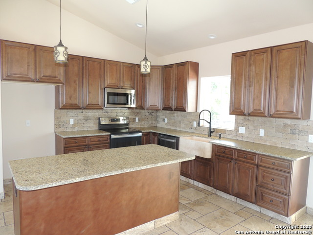 Off Market | 948 RHINESTONE Canyon Lake, TX 78133 2