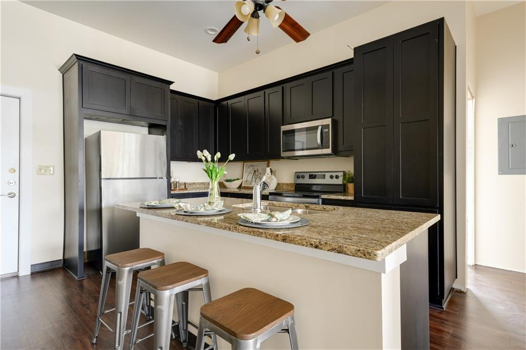 ActiveUnderContract | 609 E University Avenue #205 Georgetown, TX 78626 9