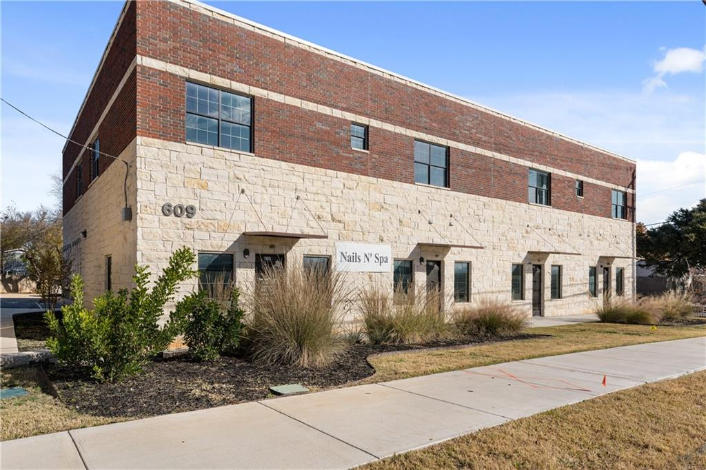 ActiveUnderContract | 609 E University Avenue #205 Georgetown, TX 78626 14