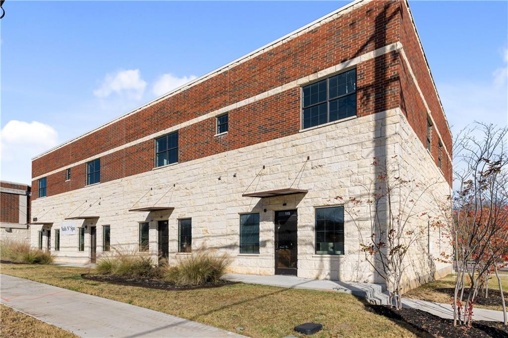 ActiveUnderContract | 609 E University Avenue #205 Georgetown, TX 78626 15