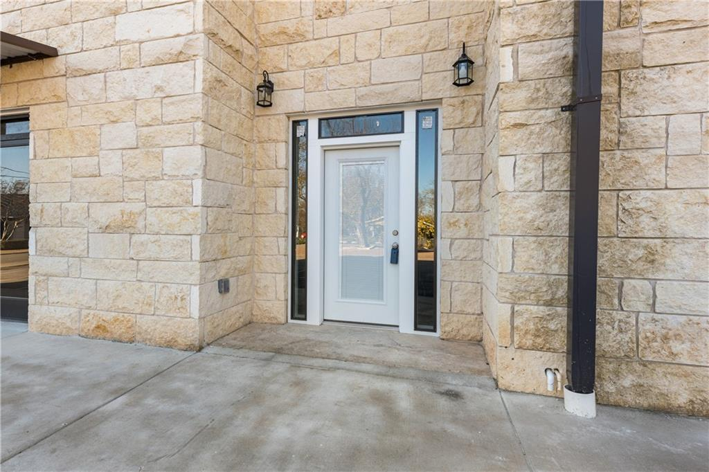 ActiveUnderContract | 609 E University Avenue #205 Georgetown, TX 78626 17