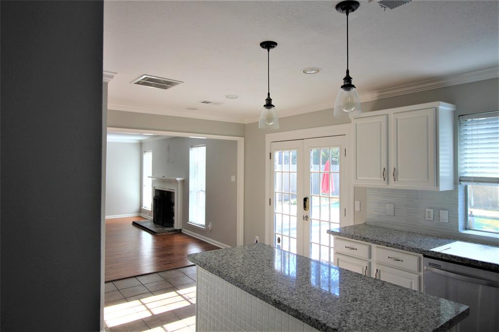 Off Market | 2 Summithill Place The Woodlands, Texas 77381 11