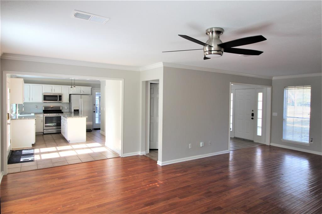 Off Market | 2 Summithill Place The Woodlands, Texas 77381 13