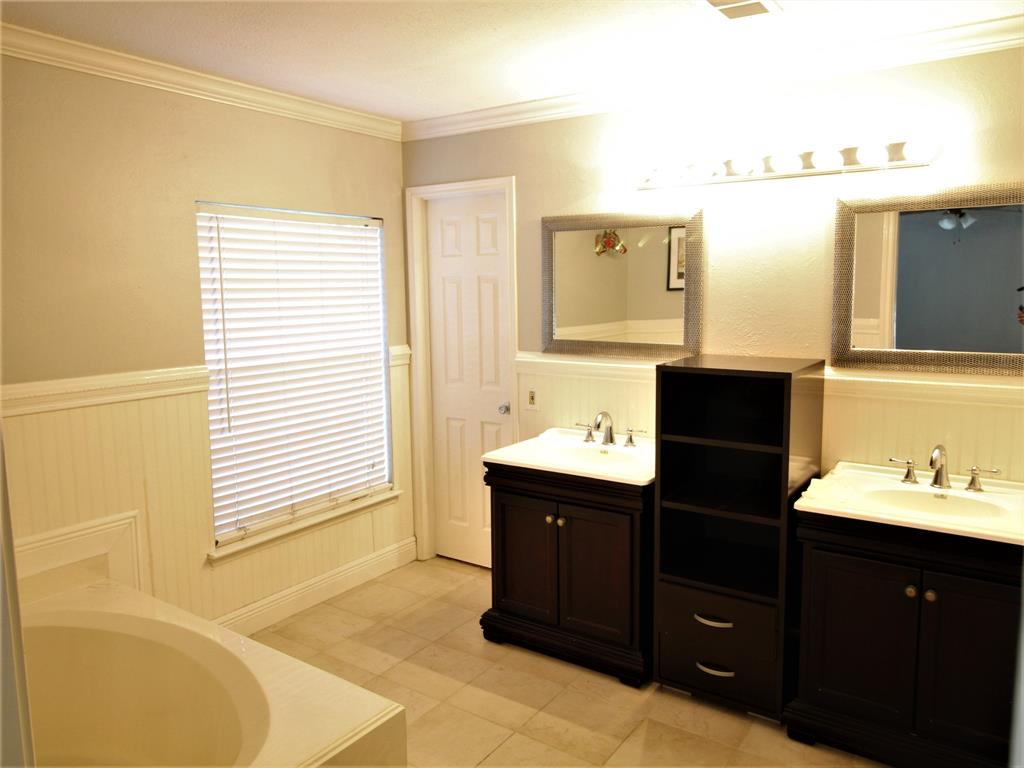 Off Market | 2 Summithill Place The Woodlands, Texas 77381 20