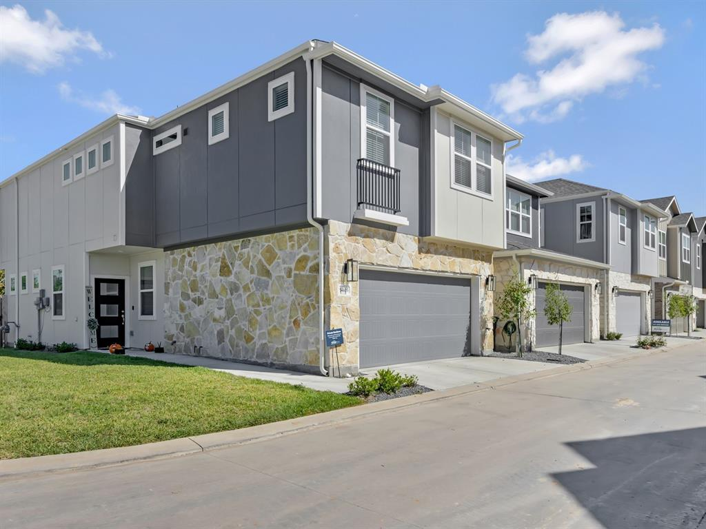 Pending | 5510 Holguin Hollow Street Houston, Texas 77023 16