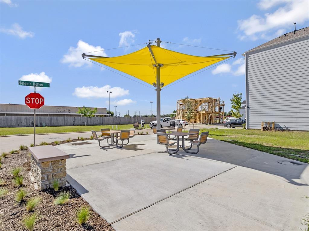 Pending | 5510 Holguin Hollow Street Houston, Texas 77023 33
