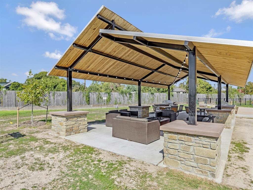 Off Market   5518 Holguin Hollow Street Houston, Texas 77023 18