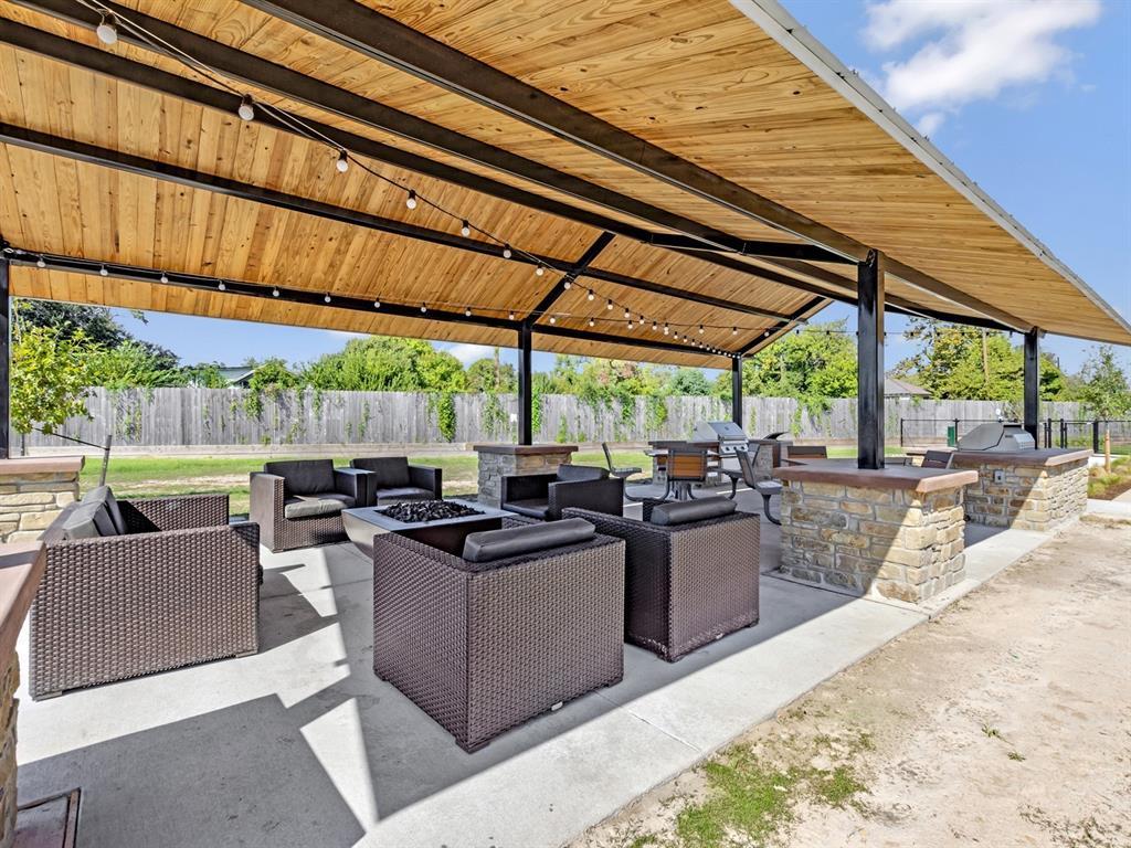 Off Market   5518 Holguin Hollow Street Houston, Texas 77023 21