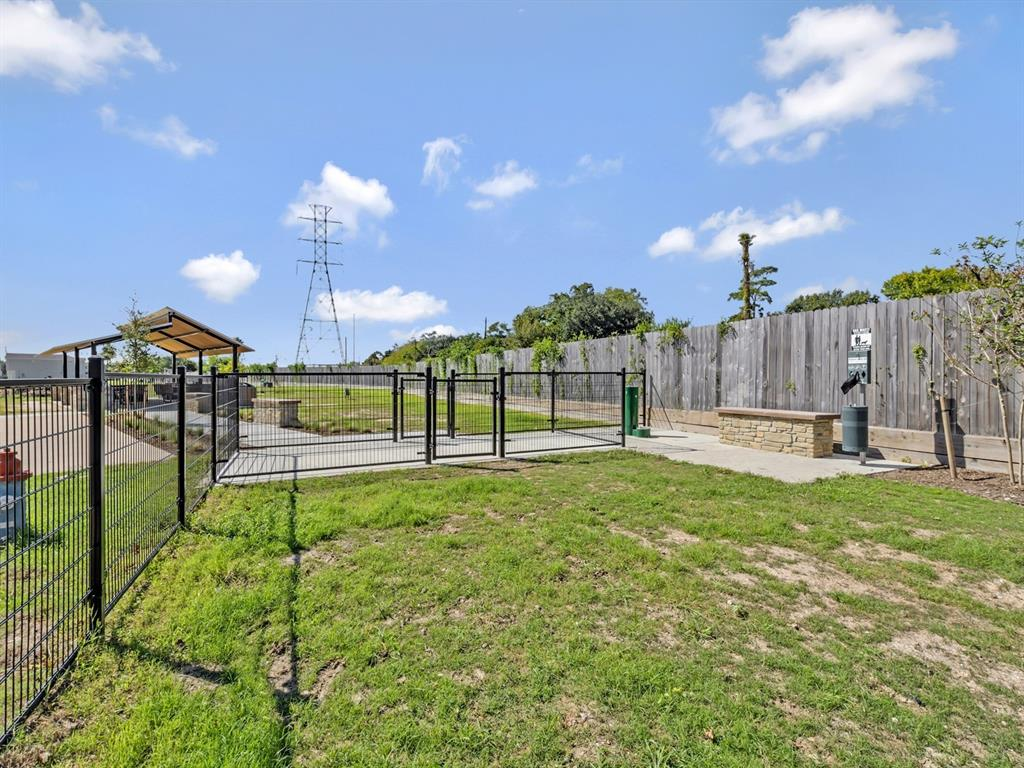 Off Market   5518 Holguin Hollow Street Houston, Texas 77023 30