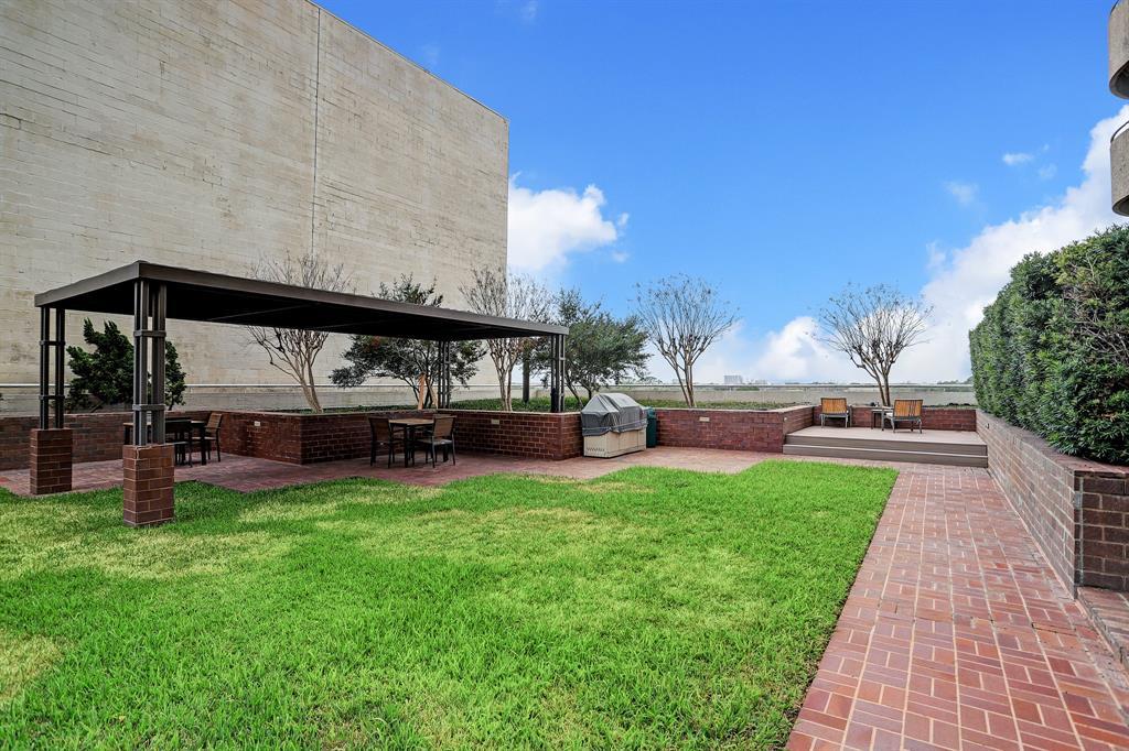 Active   5000 Montrose Boulevard #18A Houston, Texas 77006 31