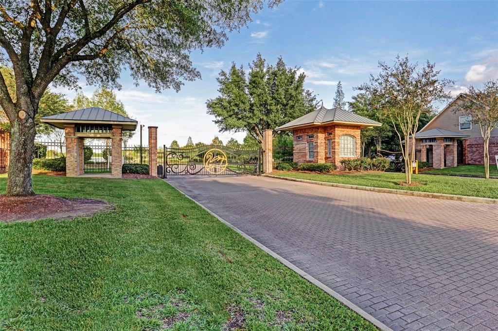 Off Market | 12306 N Shadow Cove Drive Houston, Texas 77082 39