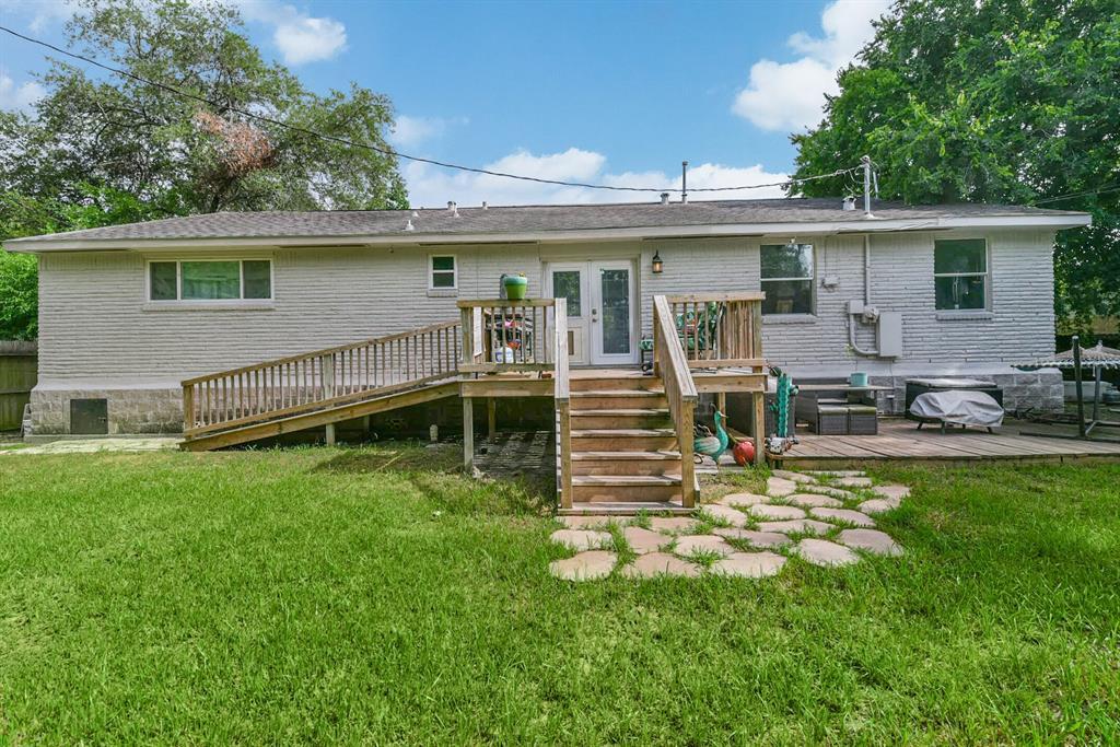 Off Market   5922 Ludington Drive Houston, Texas 77035 27