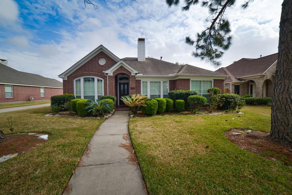 Off Market | 125 Bending Brook Lane Dickinson, Texas 77539 1
