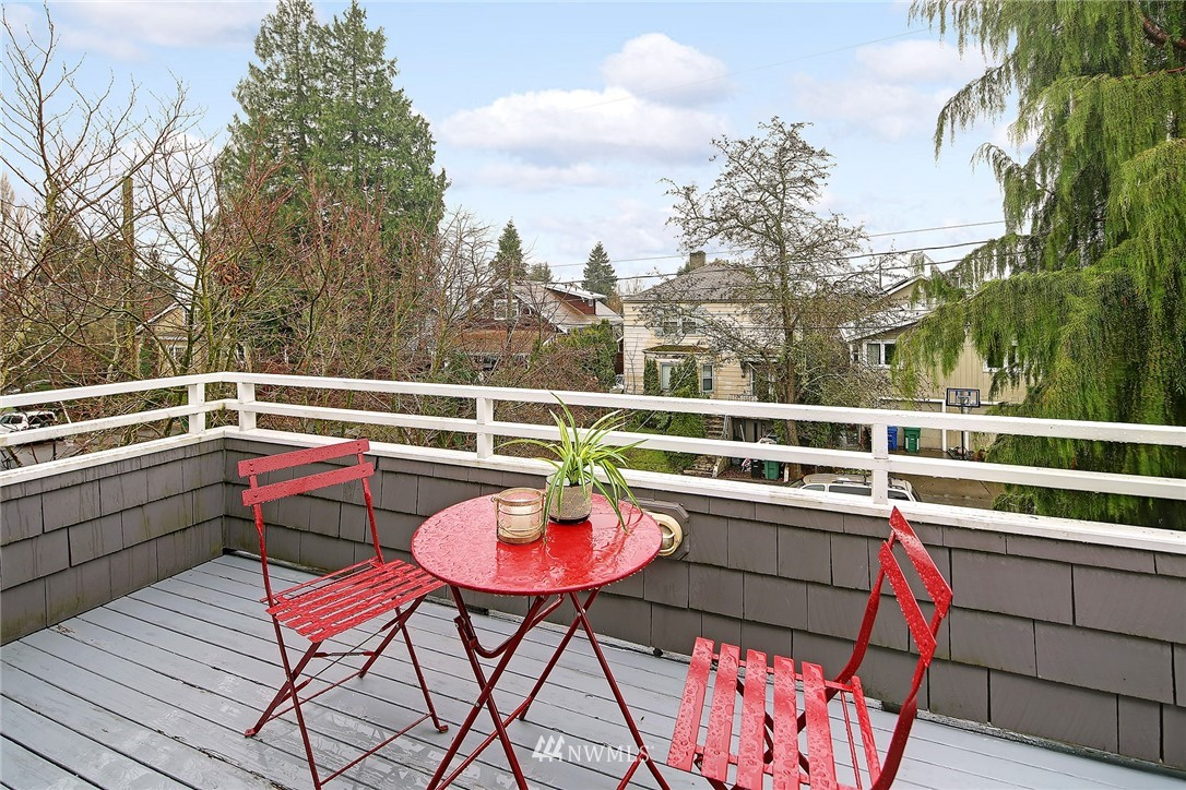 Sold Property | 7218 Sycamore Avenue NW Seattle, WA 98117 11
