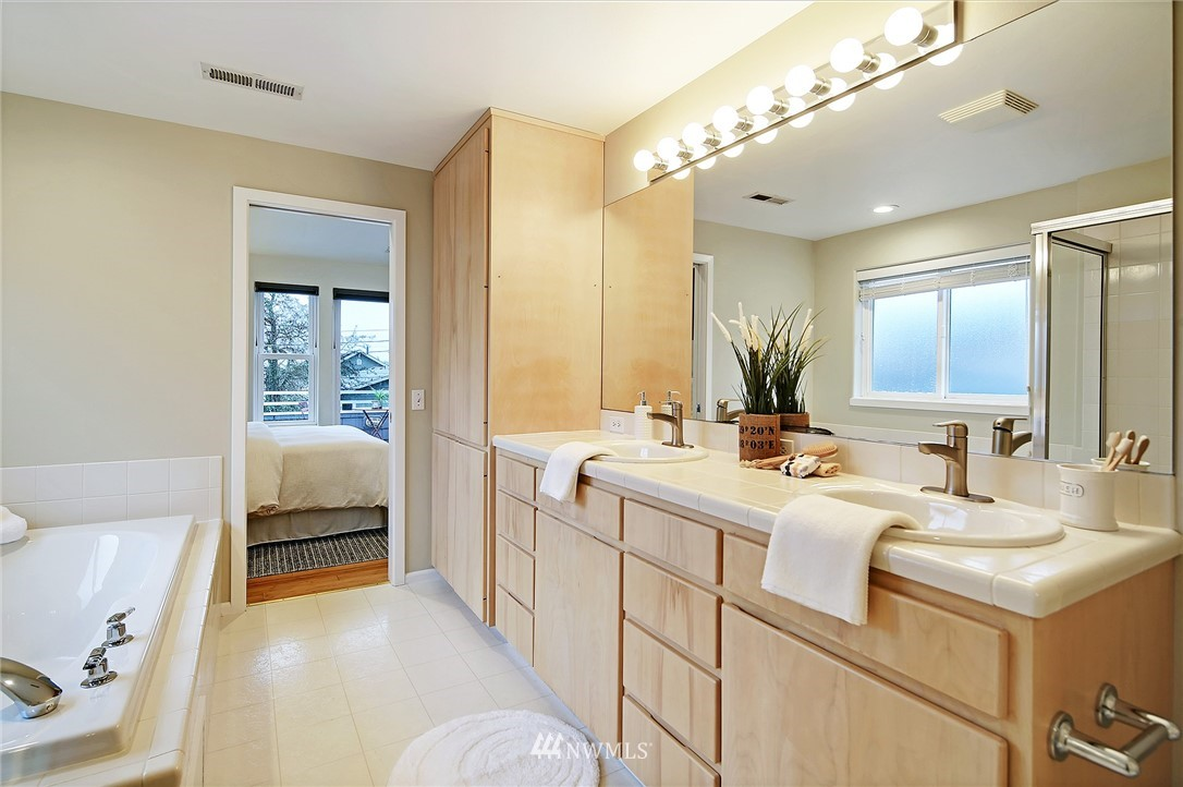 Sold Property | 7218 Sycamore Avenue NW Seattle, WA 98117 13