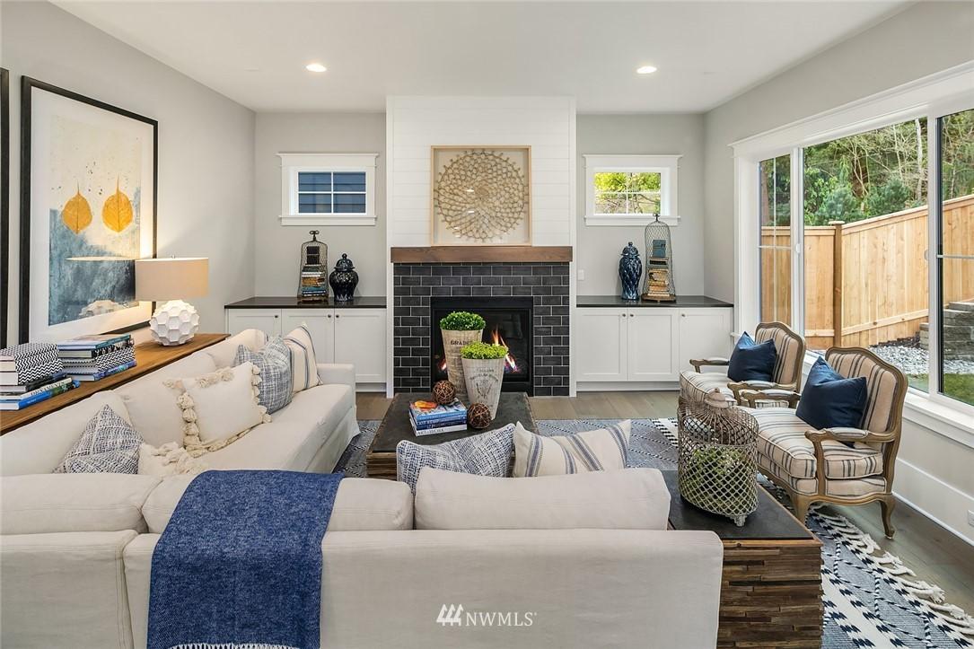 Sold Property | 6347 NE 61st Street Seattle, WA 98115 5