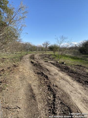 Pending | 273 W County Road 672 Natalia, TX 78059 10