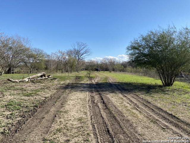 Pending | 273 W County Road 672 Natalia, TX 78059 11