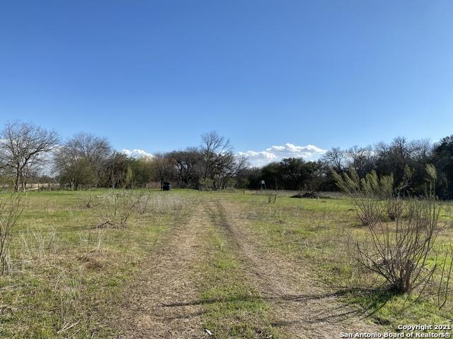 Pending | 273 W County Road 672 Natalia, TX 78059 7