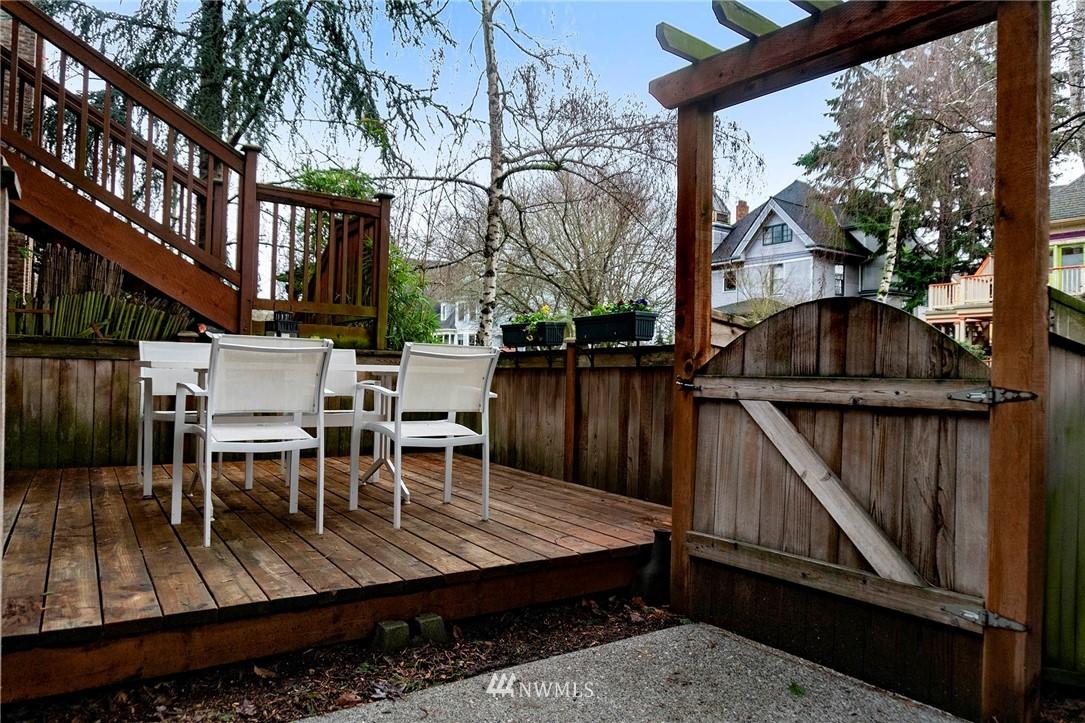 Sold Property | 927 18th Avenue #A Seattle, WA 98122 2