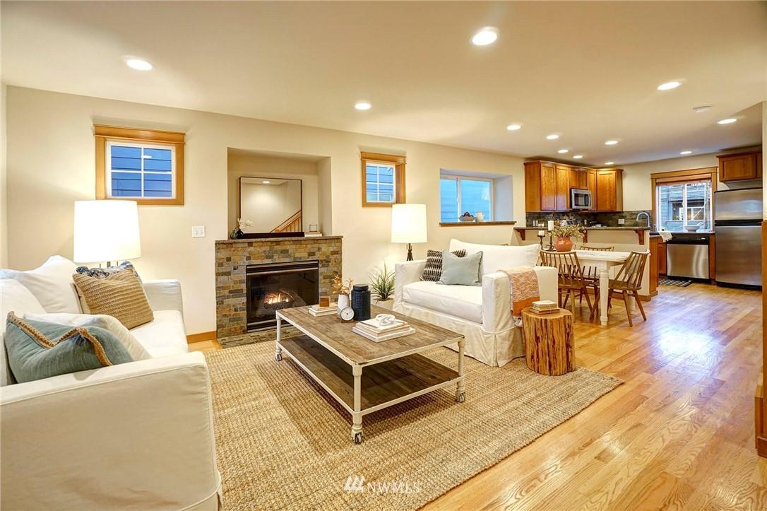 Sold Property | 927 18th Avenue #A Seattle, WA 98122 3