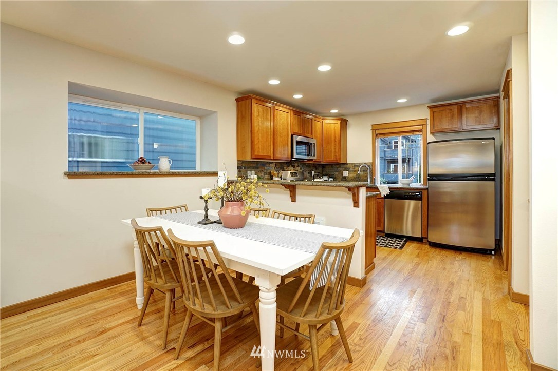 Sold Property | 927 18th Avenue #A Seattle, WA 98122 7