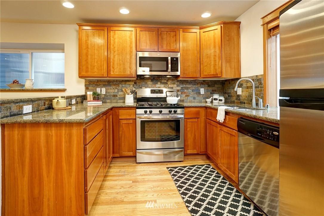 Sold Property | 927 18th Avenue #A Seattle, WA 98122 8