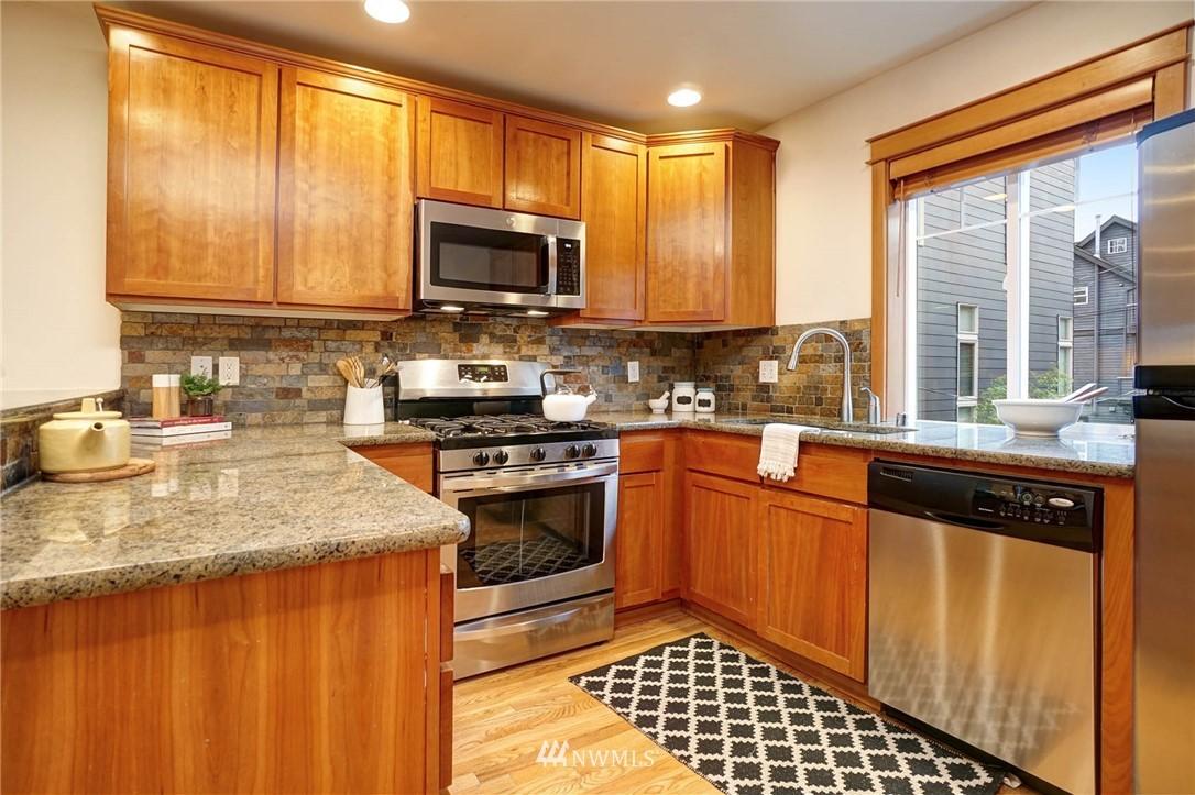 Sold Property | 927 18th Avenue #A Seattle, WA 98122 9