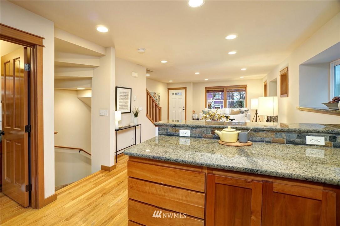 Sold Property | 927 18th Avenue #A Seattle, WA 98122 10