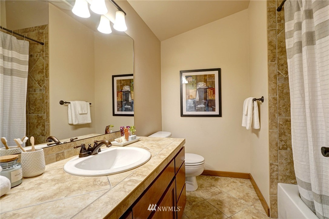 Sold Property | 927 18th Avenue #A Seattle, WA 98122 17