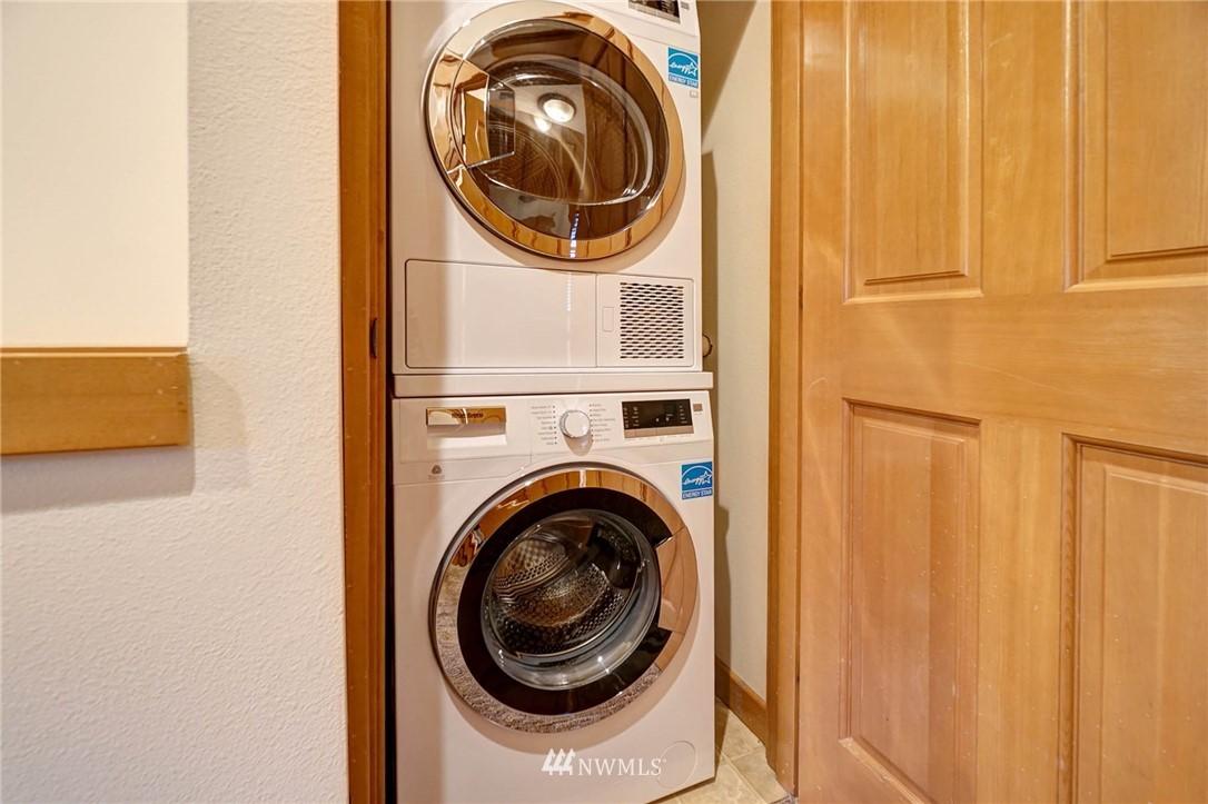 Sold Property | 927 18th Avenue #A Seattle, WA 98122 13