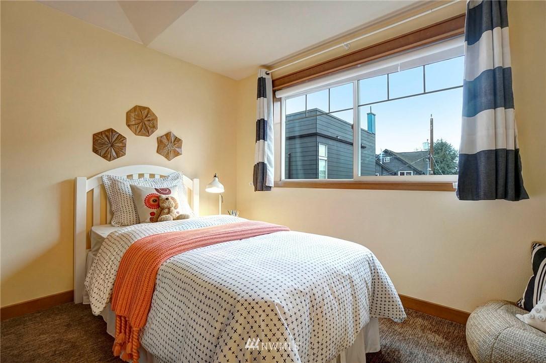 Sold Property | 927 18th Avenue #A Seattle, WA 98122 18