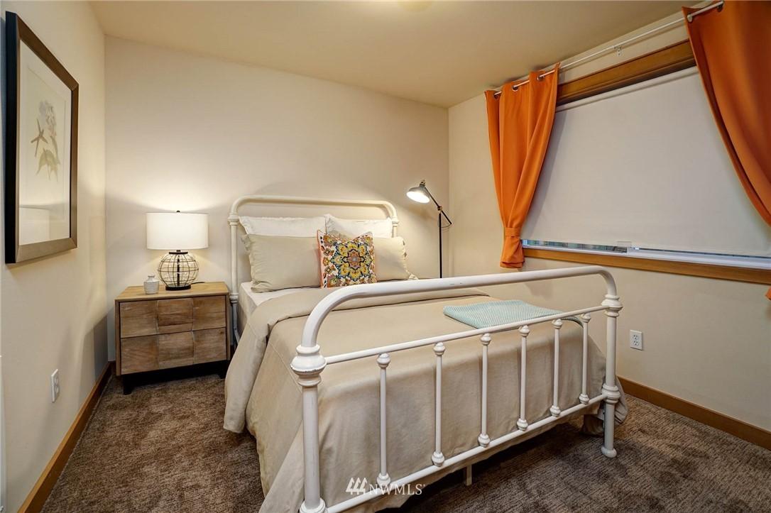 Sold Property | 927 18th Avenue #A Seattle, WA 98122 20