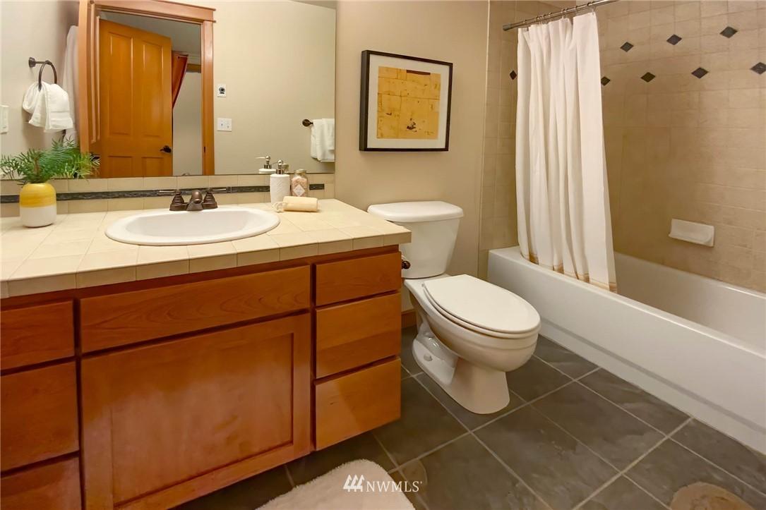 Sold Property | 927 18th Avenue #A Seattle, WA 98122 21