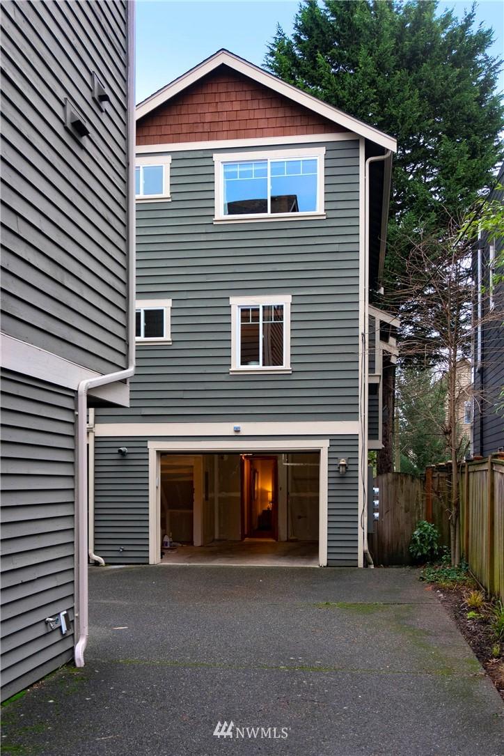Sold Property | 927 18th Avenue #A Seattle, WA 98122 22