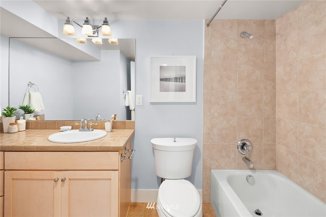 Sold Property   619 N 65th Street Seattle, WA 98103 11