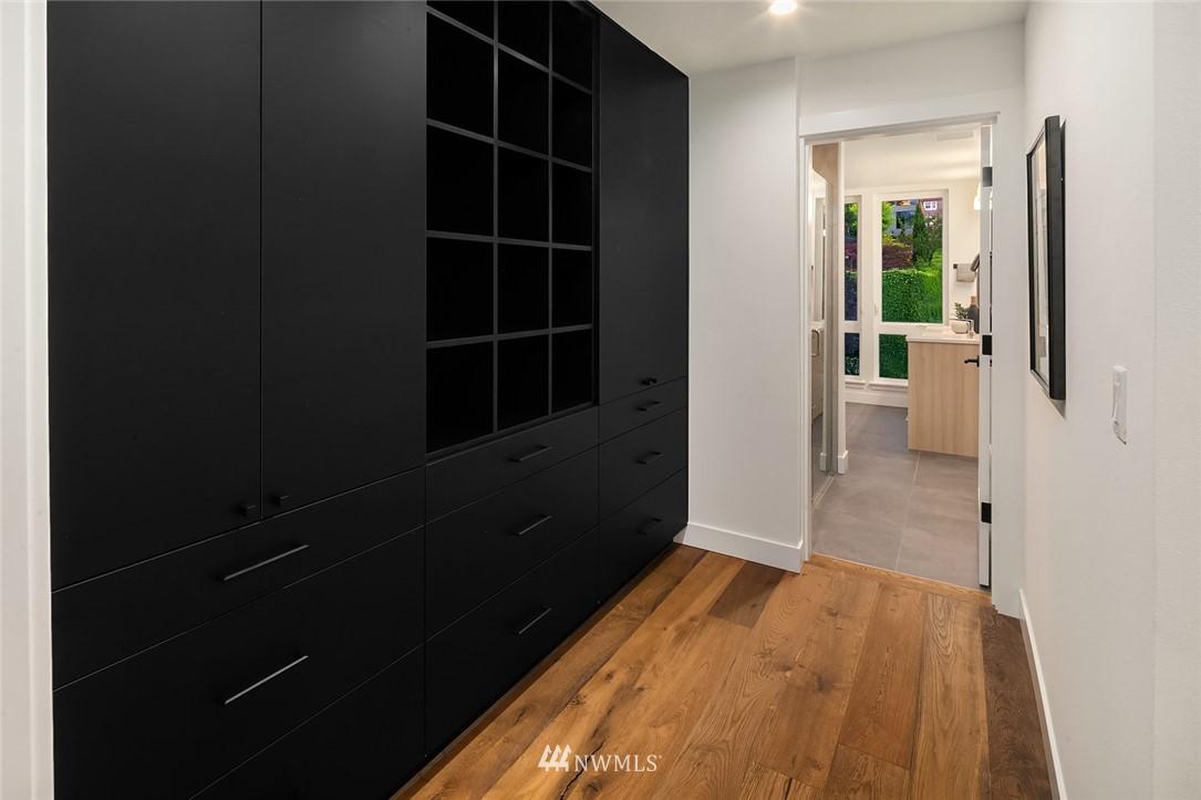 Sold Property   2361 Minor Avenue E #E Seattle, WA 98102 12
