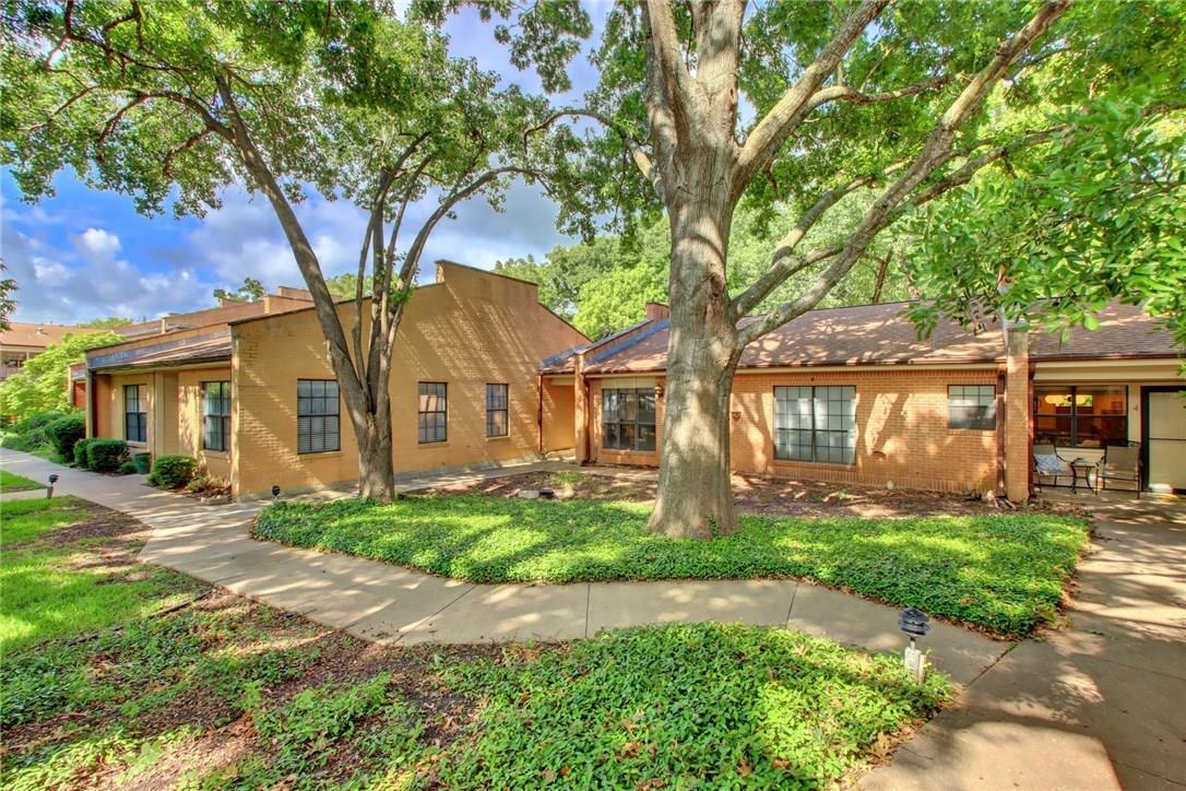 Closed   2301 Lawnmont Avenue #4 Austin, TX 78756 24