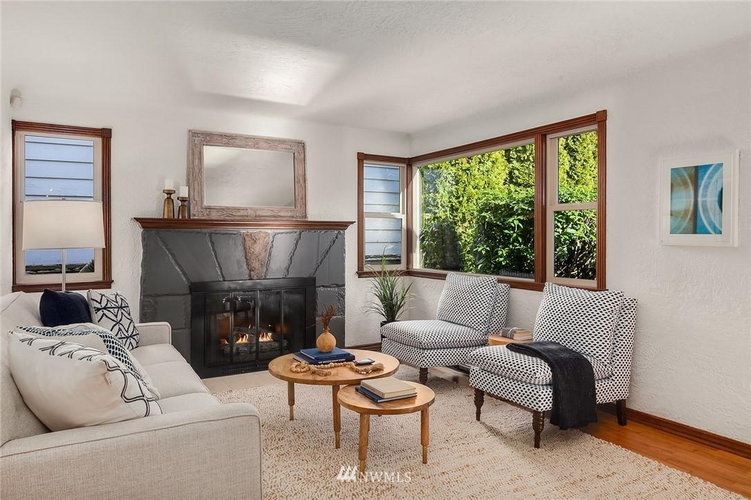 Sold Property | 8247 Wallingford Avenue N Seattle, WA 98103 3