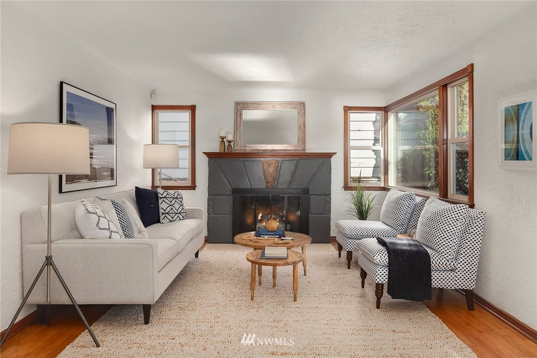 Sold Property | 8247 Wallingford Avenue N Seattle, WA 98103 4