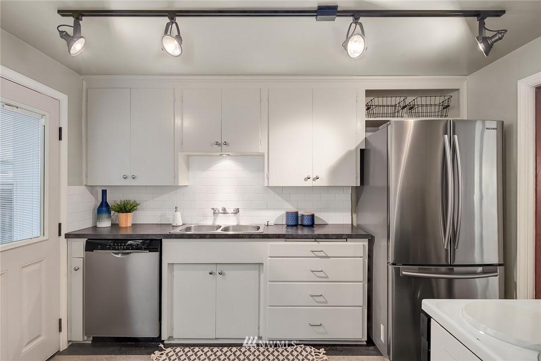 Sold Property | 8247 Wallingford Avenue N Seattle, WA 98103 7