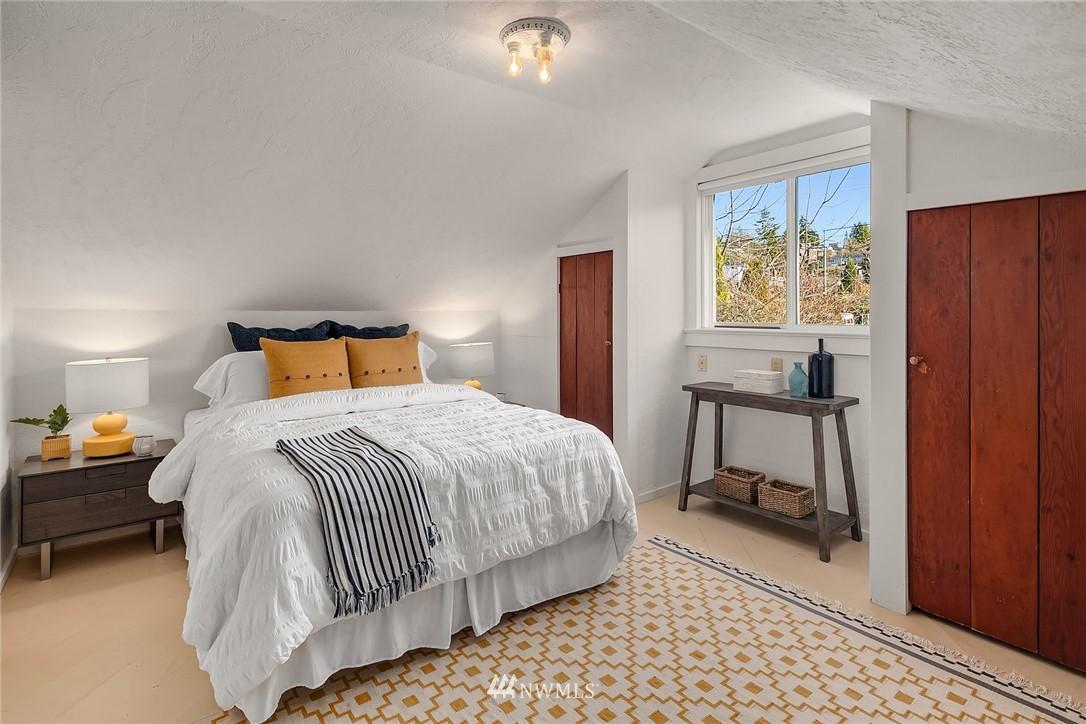 Sold Property | 8247 Wallingford Avenue N Seattle, WA 98103 10