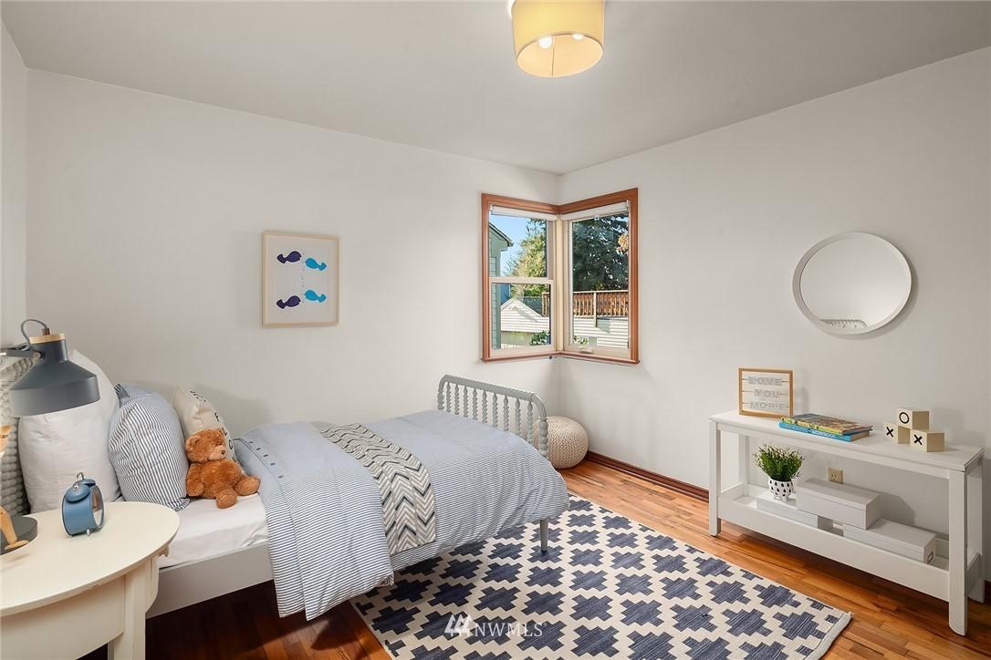 Sold Property | 8247 Wallingford Avenue N Seattle, WA 98103 11
