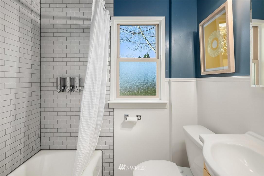 Sold Property | 8247 Wallingford Avenue N Seattle, WA 98103 12