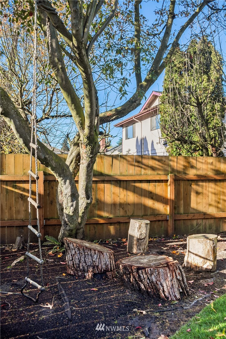 Sold Property | 8247 Wallingford Avenue N Seattle, WA 98103 17