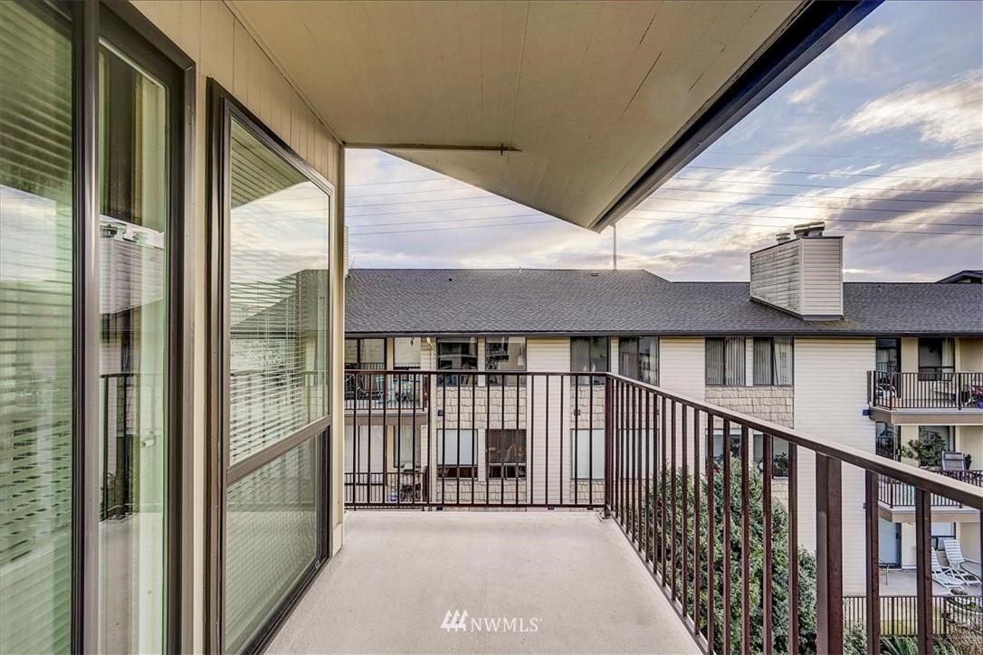 Sold Property | 13229 Linden Avenue N #510B Seattle, WA 98133 22