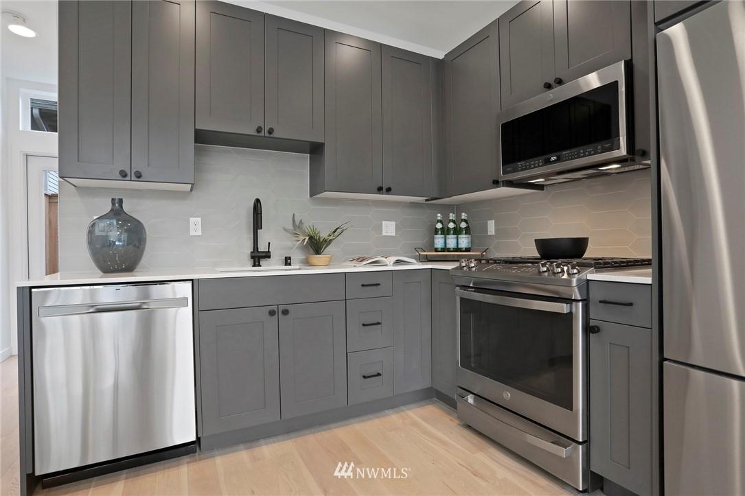 Sold Property | 4614 Woodland Park Avenue N Seattle, WA 98103 7