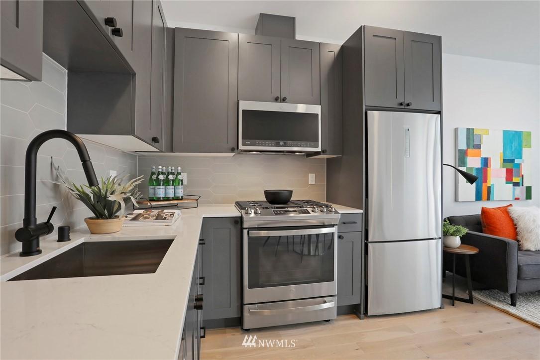 Sold Property | 4614 Woodland Park Avenue N Seattle, WA 98103 8