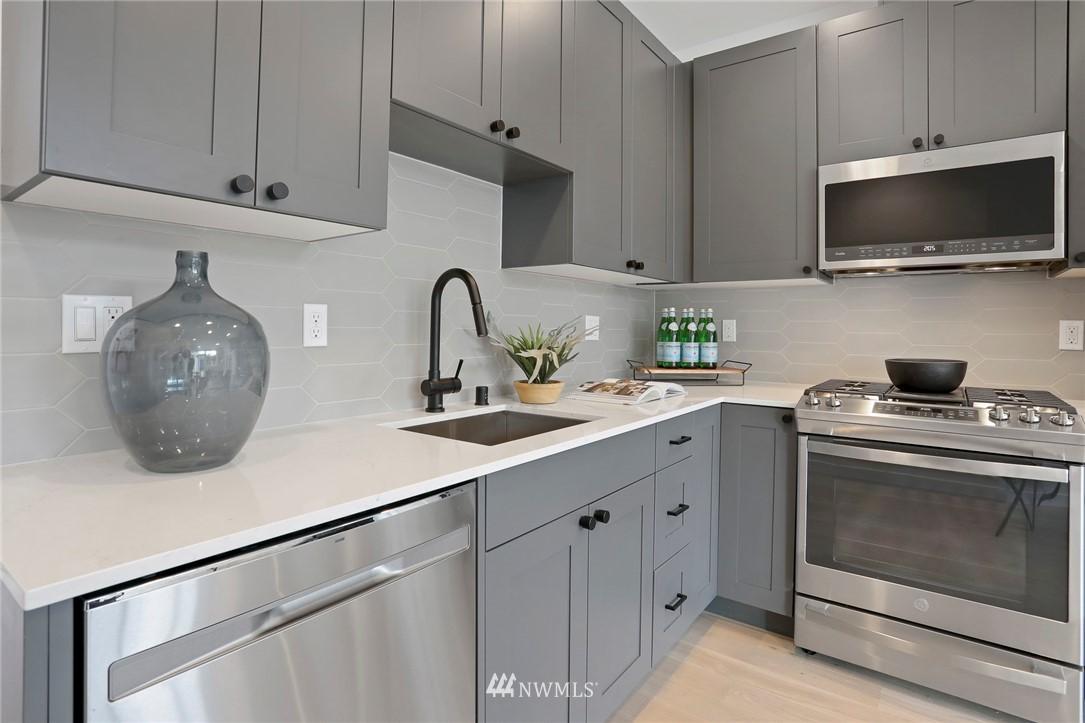 Sold Property | 4614 Woodland Park Avenue N Seattle, WA 98103 9