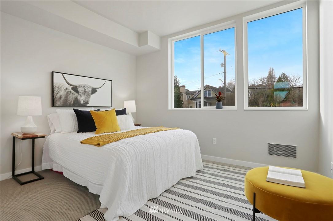 Sold Property | 4614 Woodland Park Avenue N Seattle, WA 98103 10